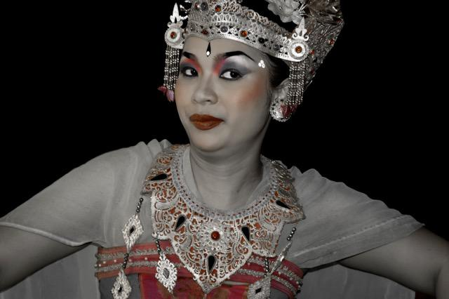 Balinese Woman Temple Dancer 25 x 19.5 inches 1